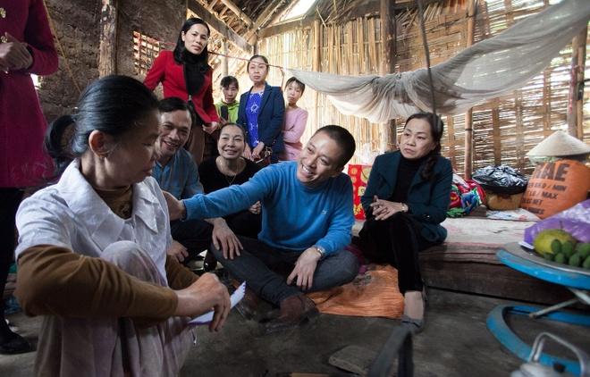 Tuan Hung trao qua Tet cho ba con vung cao hinh anh 9