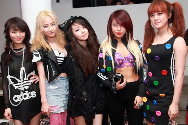 Wonder Girls tan ra anh 6