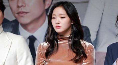 Kieu nu 'Goblin' Kim Go Eun chia tay ban trai hon 17 tuoi hinh anh