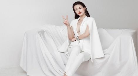Thuc hu chuyen Dong Nhi thue fan den co vu o The Voice hinh anh