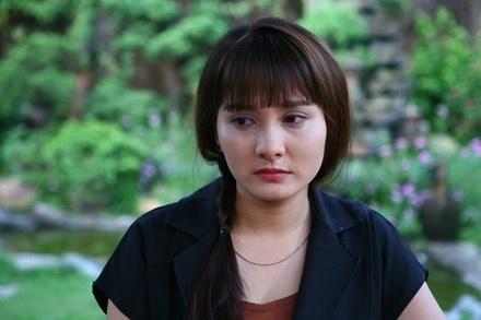 Nu chinh Song chung voi me chong phan tran su co vay ao khi livestream hinh anh