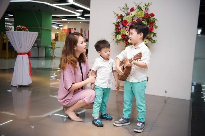 Xuan Bac dua vo con toi chuc mung vo chong My Linh hinh anh 7