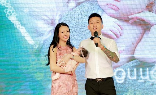 Tuan Hung to chuc tiec day thang cho con gai hinh anh