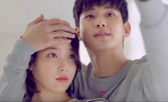 IU ngot ngao hon Kim Soo Hyun trong MV moi hinh anh 1