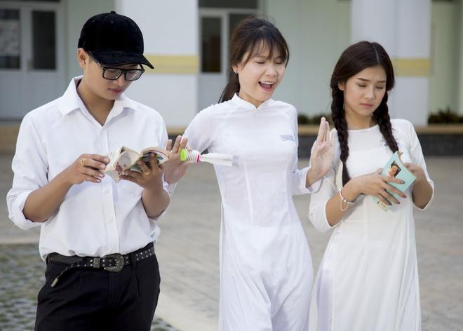 Hoang Yen Chibi yeu tham hot boy trong MV ve tuoi hoc tro hinh anh 3