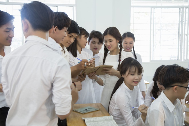 Hoang Yen Chibi yeu tham hot boy trong MV ve tuoi hoc tro hinh anh 5