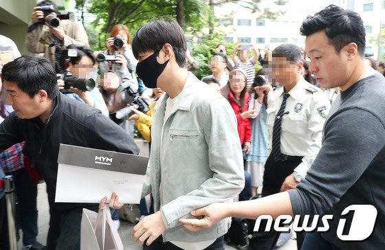 Fan xep hang dai tien Lee Min Ho len duong nhap ngu hinh anh 1