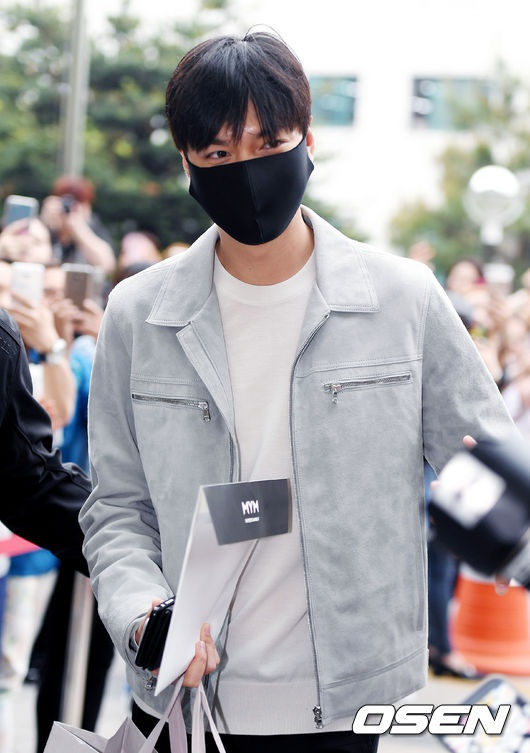 Fan xep hang dai tien Lee Min Ho len duong nhap ngu hinh anh 5