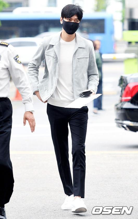 Fan xep hang dai tien Lee Min Ho len duong nhap ngu hinh anh 8