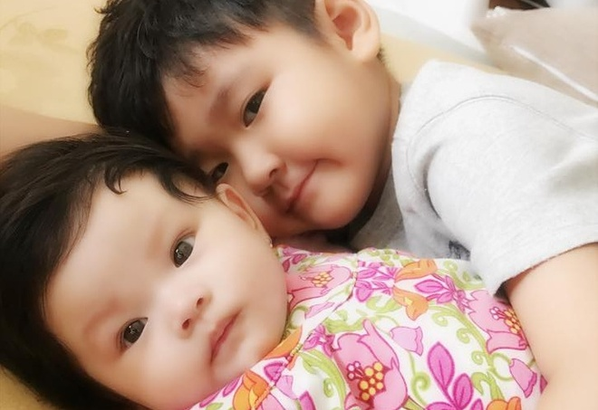 Hai Bang khoe anh con trai rieng cua Thanh Dat cham em gai hinh anh