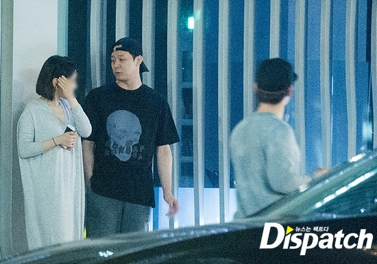 Park Yoochun va vo sap cuoi om nhau anh 1