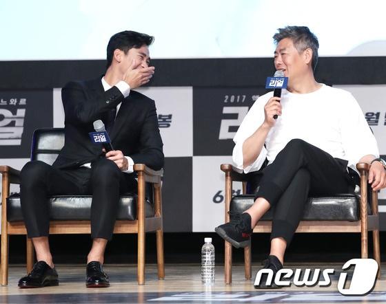 Sulli den tre khien hop bao phim voi Kim Soo Hyun bi tri hoan hinh anh 4