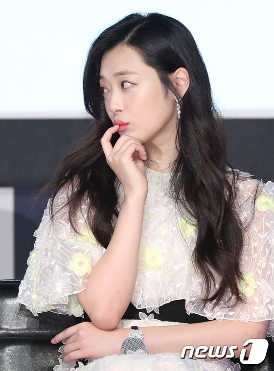 Sulli den tre khien hop bao phim voi Kim Soo Hyun bi tri hoan hinh anh 6