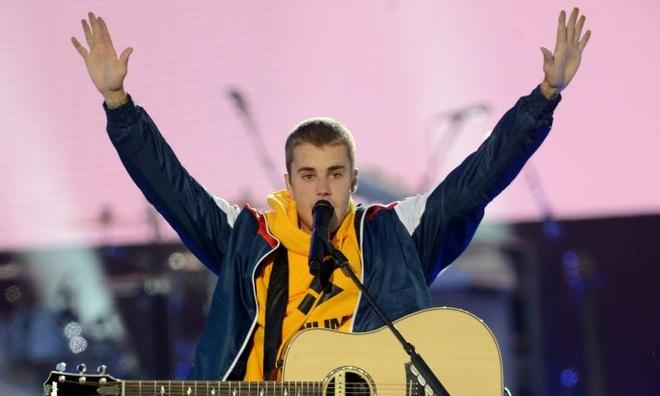 Justin Bieber bat khoc truoc hang chuc nghin khan gia hinh anh
