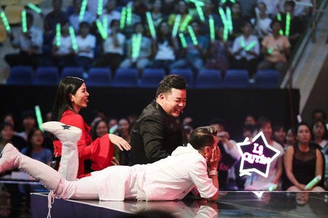 Mr. Dam nam tren san khau thuong thuc vu dao hai huoc cua Ngoc Son hinh anh