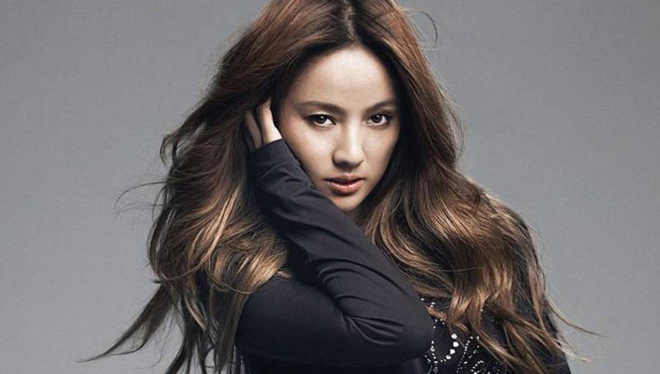 Lee Hyori goi cam trong MV dau tien sau 4 nam vang bong hinh anh 1