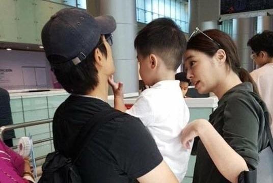 Vo chong Lee Byung Hun dua con trai toi Da Nang hinh anh