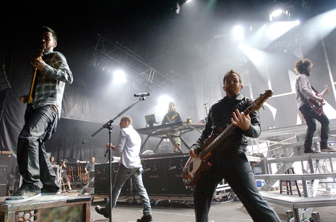 Cot moc dang nho trong su nghiep ca si hat chinh nhom Linkin Park hinh anh 6