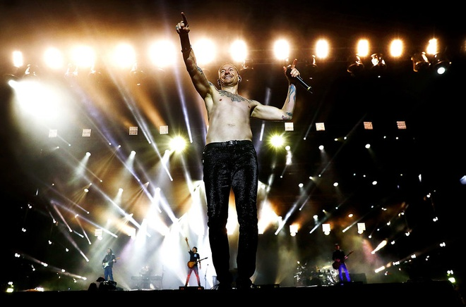 Cot moc dang nho trong su nghiep ca si hat chinh nhom Linkin Park hinh anh 11
