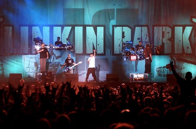Cot moc dang nho trong su nghiep ca si hat chinh nhom Linkin Park hinh anh 3