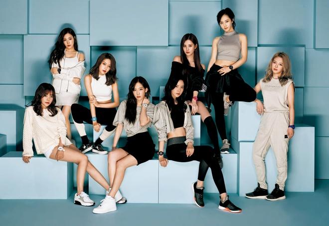 Kpop dau nam 2017: Than tuong nam 'lep ve' dong nghiep nu hinh anh 3