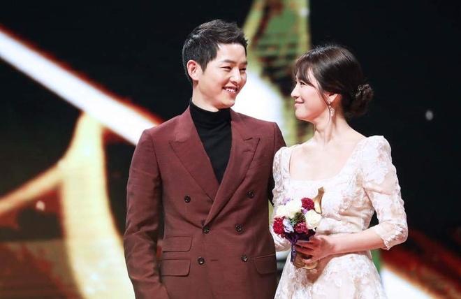 Song Joong Ki bi chi trich dung chuyen ket hon quang ba phim moi hinh anh