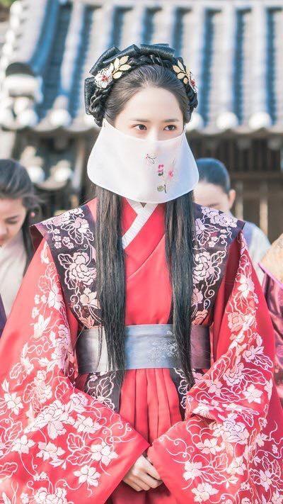 'Khi nha vua yeu': Im Si Wan 'pha' hon le cua Yoona hinh anh 1