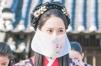 'Khi nha vua yeu': Im Si Wan 'pha' hon le cua Yoona hinh anh