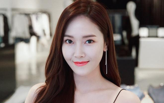 Jessica khen ngoi MV ky niem 10 nam cua SNSD hinh anh