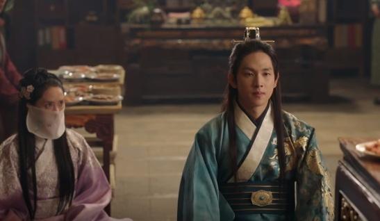 'Khi nha vua yeu': Si Wan bi trung phat vi bao ve Yoona hinh anh 1