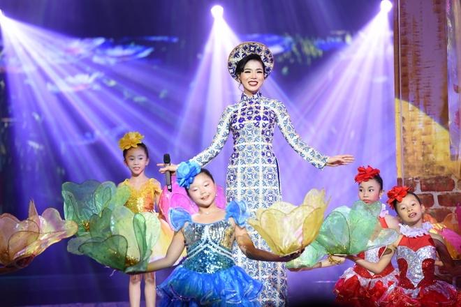 Le Quyen tinh tu voi Quang Dung truoc mat ong xa hinh anh 2