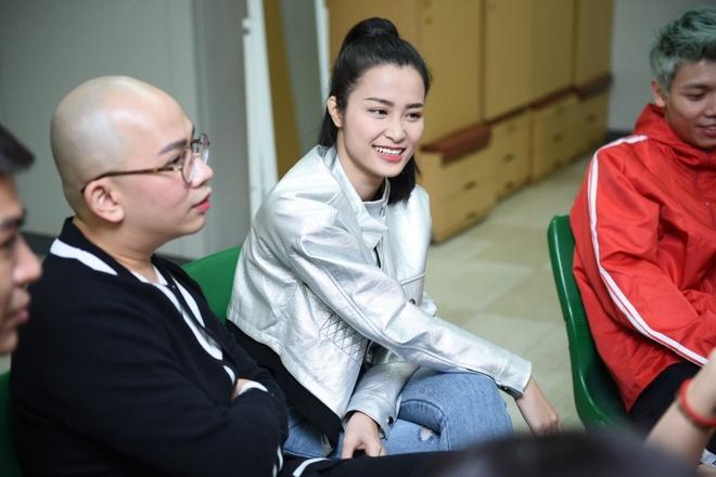 Bi benh, Dong Nhi van tich cuc tap luyen cho Asia Song Festival 2017 hinh anh 5