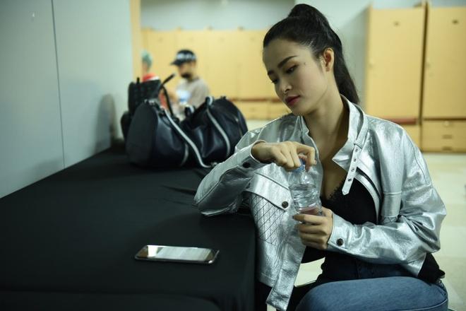 Bi benh, Dong Nhi van tich cuc tap luyen cho Asia Song Festival 2017 hinh anh 6