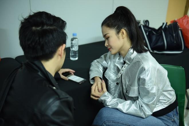 Bi benh, Dong Nhi van tich cuc tap luyen cho Asia Song Festival 2017 hinh anh 8