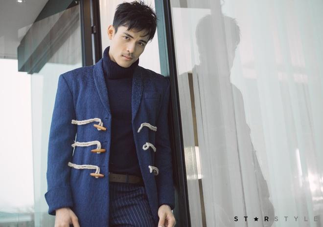 Nam MC trong dem chung ket Hoa hau Hoa binh 'bong hot' vi qua dep trai hinh anh 5