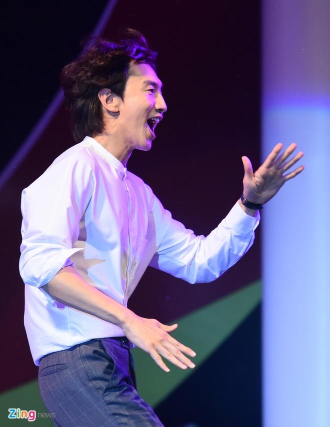 Lee Kwang Soo bieu dien tai Viet Nam truoc ngay cuoi Song Joong Ki hinh anh 7