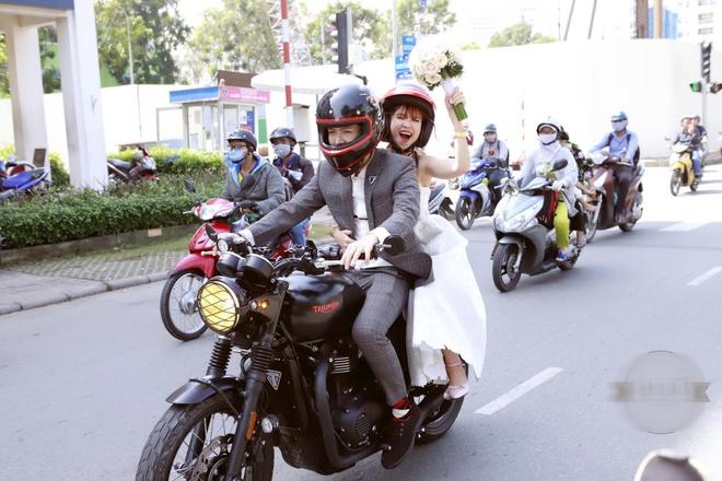 Le ruoc dau bang dan xe moto cua Khoi My va Kelvin Khanh hinh anh 8