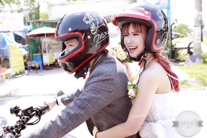 Le ruoc dau bang dan xe moto cua Khoi My va Kelvin Khanh hinh anh