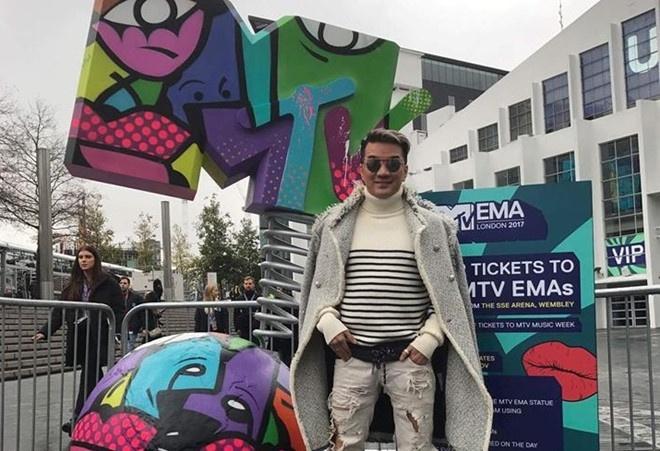 dam vinh hung buc xuc MTV EMA anh 1
