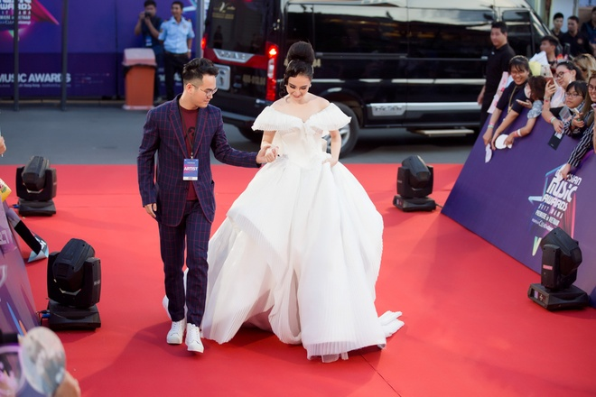 Angela Phuong Trinh trung y tuong vay phat sang voi Claire Danes hinh anh 2