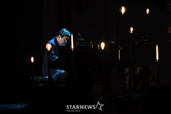 Ong Kim Jong Un xuc dong khi xem sao Kpop bieu dien nhac hinh anh 6