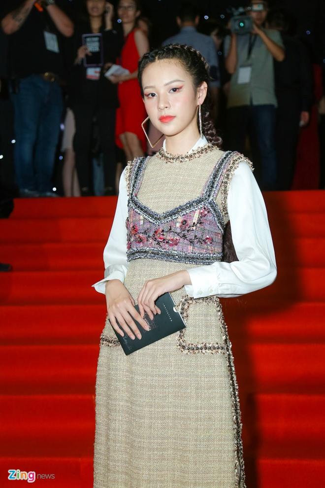 Son Tung, Angela Phuong Trinh gay chu y tren tham do Fashion Week hinh anh 24