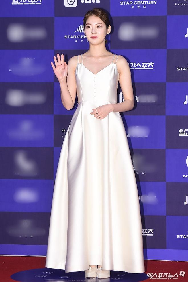 Seolhyun,  Suzy tren tham do anh 9