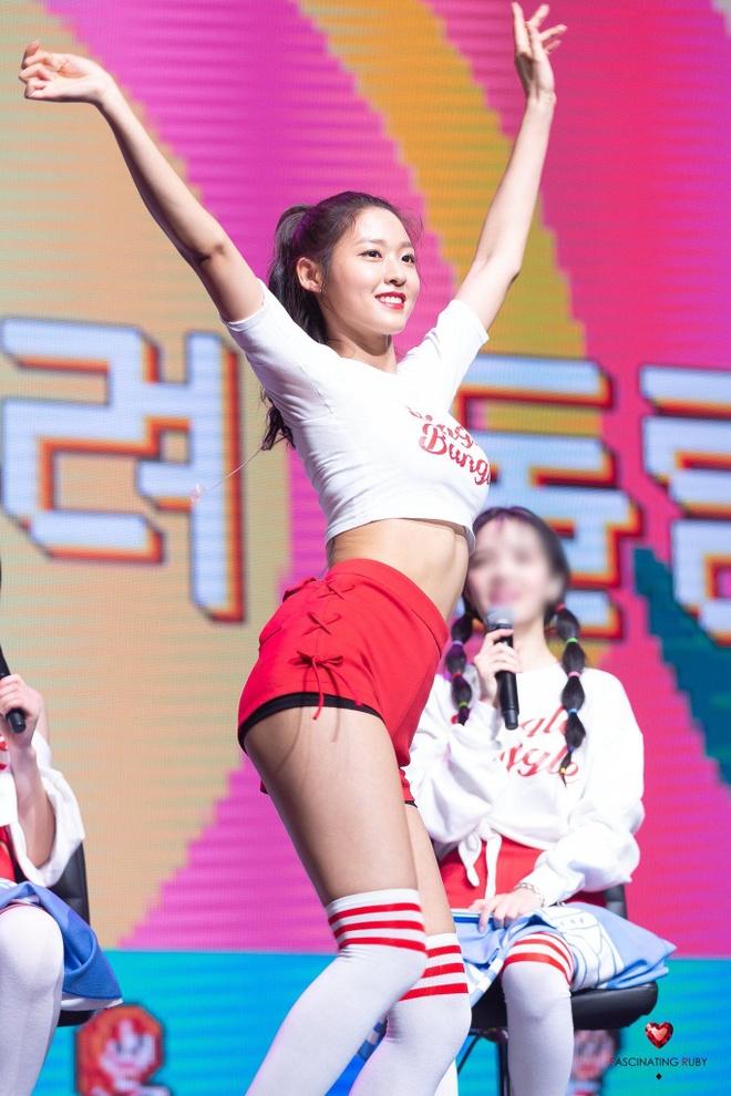 'Nu than Kpop' Seolhyun khoe than hinh goi cam tren san khau hinh anh 4