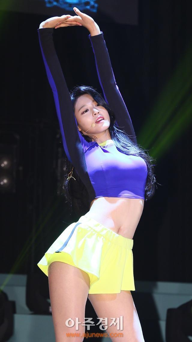 Nu than quyen ru Seolhyun anh 4