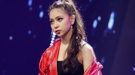 Ban gai tien ve U23 Quang Hai tham gia show Duc Phuc lam giam khao hinh anh