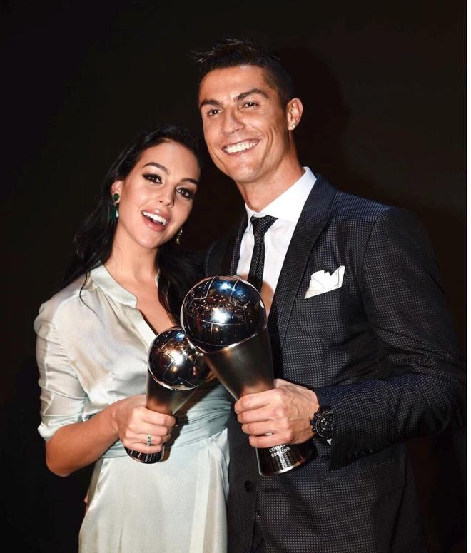 Ve quyen ru cua ban gai Cristiano Ronaldo hinh anh 1