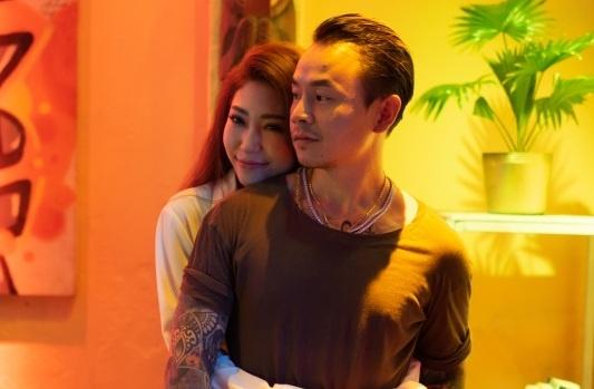 Khong Tu Quynh hop tac rapper tai tieng trong san pham tro lai hinh anh