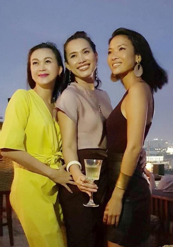 Hoa hau Viet Nam 1998 Ngoc Khanh rang ro don sinh nhat tuoi 42 hinh anh 3