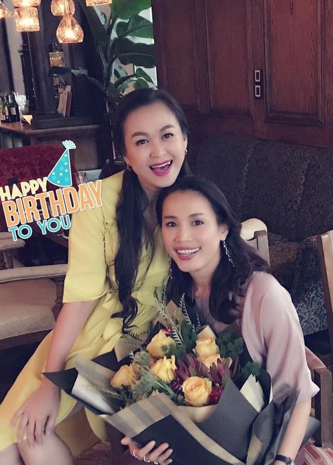 Hoa hau Viet Nam 1998 Ngoc Khanh rang ro don sinh nhat tuoi 42 hinh anh 2